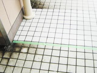 UR都市機構 立花1丁目団地 共用部磁器質タイル床 (床面も同様に施工出来ます)
